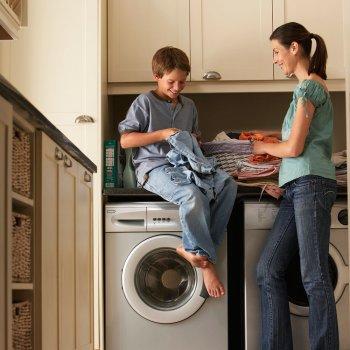 37008-3-como-pueden-ayudar-en-las-tareas-de-casa-los-ninos